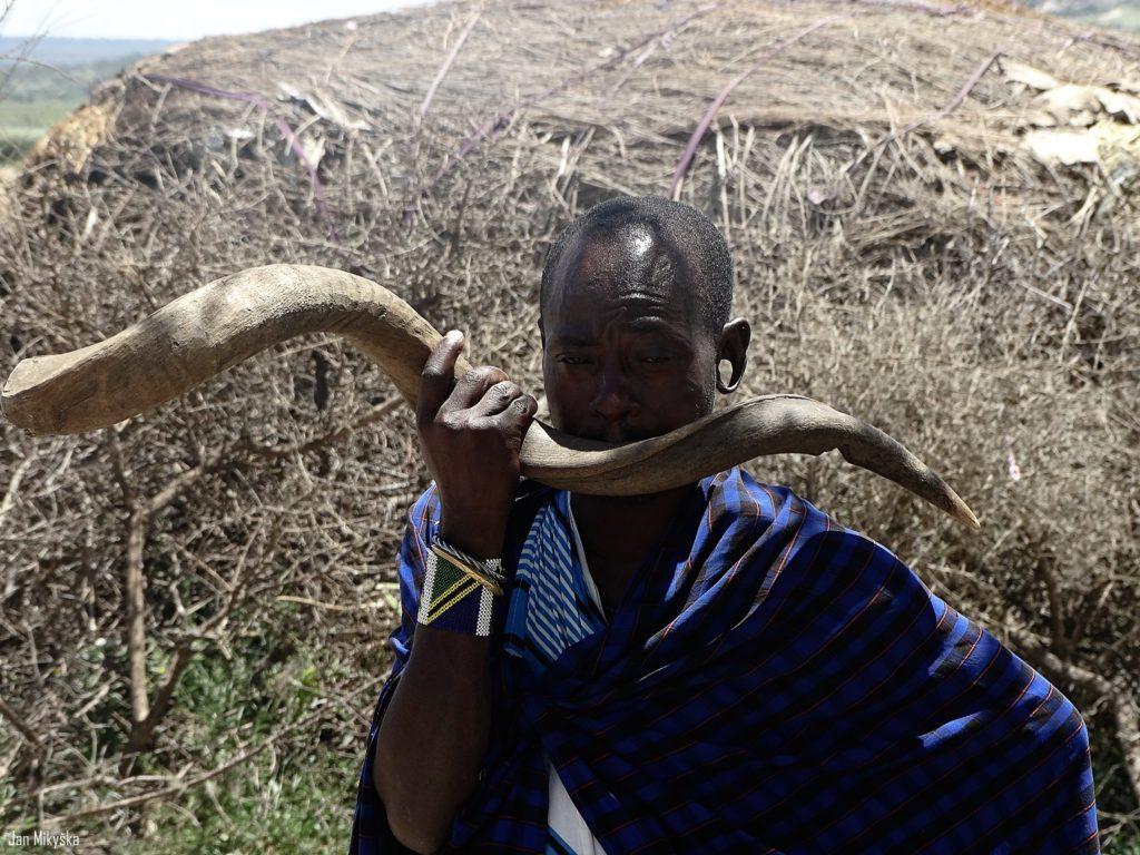 Příjezd do Ngorongoro a první setkání s Masaji