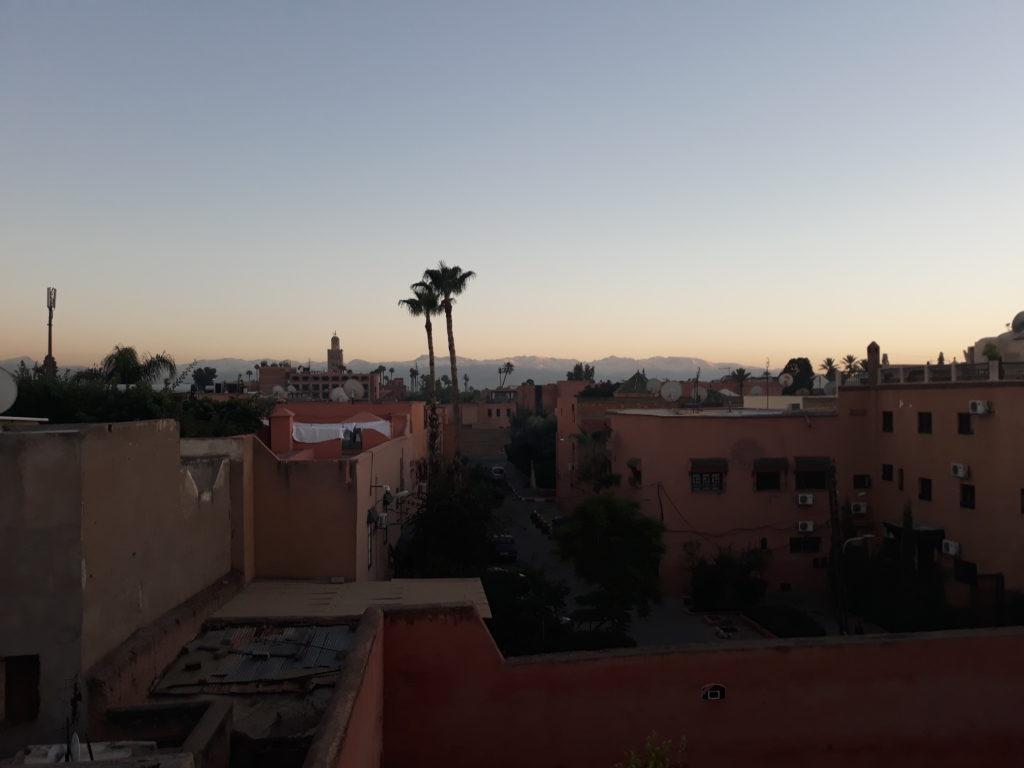 Křivolakou uličkou do marrákešského hostelu
