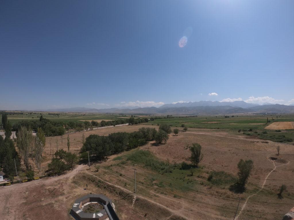 Slavná kyrgyzská věž Burana a burani